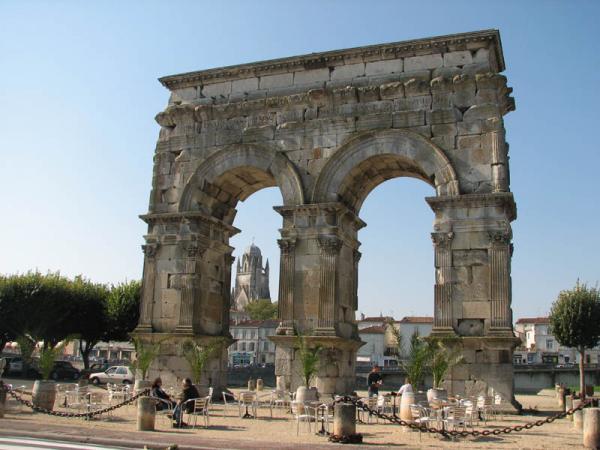 l'Arc de triomphe de Saintes